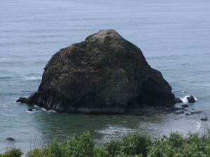 Basalt Monolith, Oregon coastline, photo by Robin Morlock